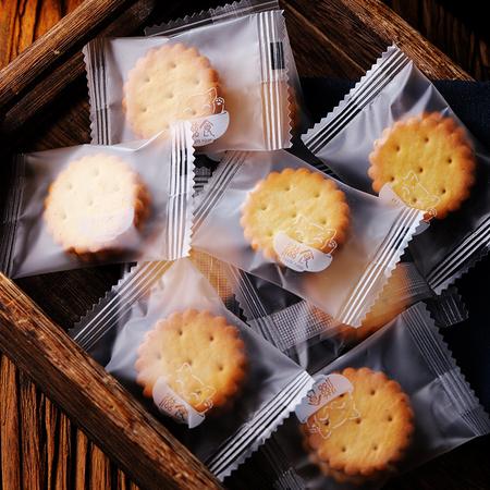 19日0点:滋食 咸蛋黄夹心饼干 约20小袋 *4件 15.77元包邮(双重优惠) ¥16